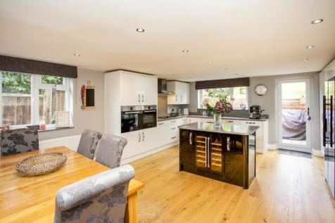 Southdown Road, Catherington, Waterlooville, Hampshire, PO8. 5 bedroom detached house for sale