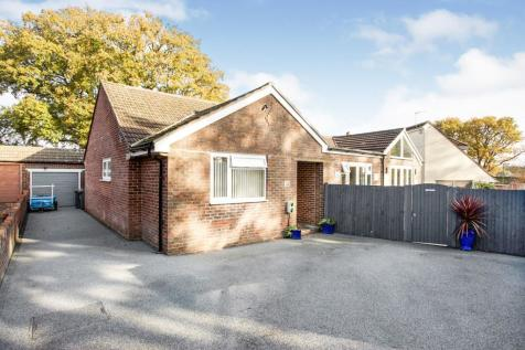 Woodcroft Lane, Waterlooville, Hampshire, PO8. 4 bedroom bungalow for sale