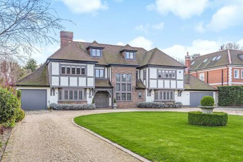 Park Avenue, Farnborough Park, Kent. 5 bedroom detached house