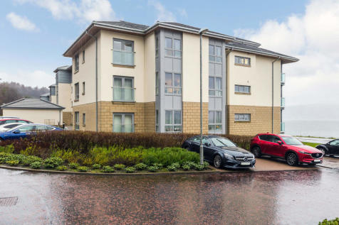 Cloch Road, Gourock, Inverclyde, PA19. 2 bedroom flat for sale