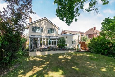 Merrow Woods, Guildford, Surrey, United Kingdom, GU1. 5 bedroom detached house