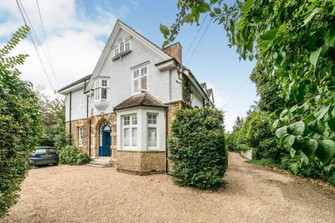 Lower Edgeborough Road, Guildford, Surrey, GU1. 1 bedroom flat for sale