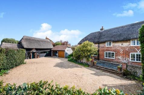 Manor Road, Hayling Island, Hampshire, ., PO11. 5 bedroom detached house for sale