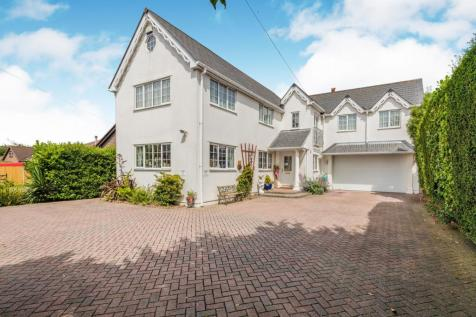 Havant Road, Hayling Island, Hampshire, ., PO11. 5 bedroom detached house for sale