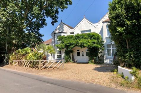 Bacon Lane, Hayling Island, Hampshire, ., PO11. 4 bedroom detached house for sale