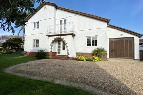 Southwood Road, Hayling Island, Hampshire, PO11. 5 bedroom detached house for sale