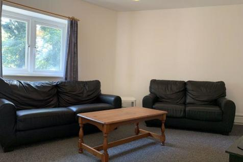 Hales Drive, Canterbury Ref - 3413. 5 bedroom flat