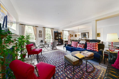 Lowndes Square, London, SW1X. 4 bedroom flat