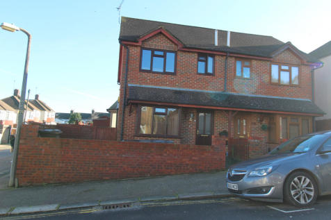 Camden Road, Gillingham, Kent, ME7. 3 bedroom terraced house