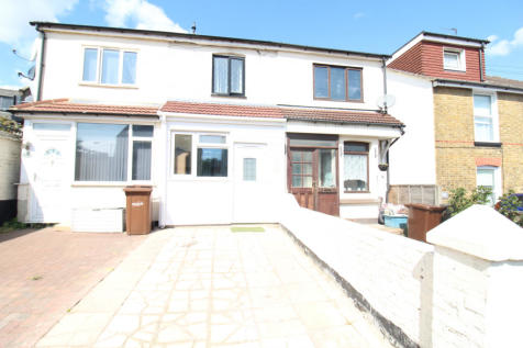 Napier Road, Gillingham, Kent, ME7. 2 bedroom terraced house