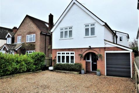 Matthewsgreen Road, Wokingham. 4 bedroom detached house for sale