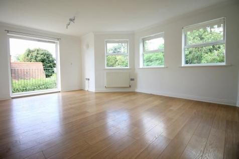 The Ridgeway, Enfield. 2 bedroom flat