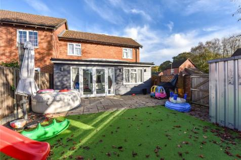 Yeomans Lane, Liphook, Hampshire. 3 bedroom end of terrace house for sale
