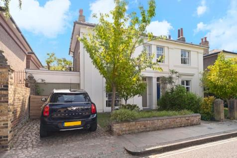 Ravenscourt Gardens, Ravenscourt Park, London, W6. 4 bedroom semi-detached house