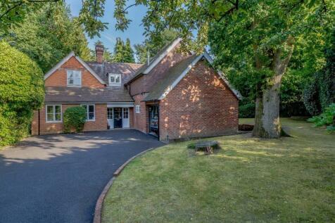 Burleigh Road, Ascot, Berkshire. 5 bedroom detached house