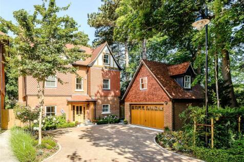 Queensbury Gardens, Ascot, Berkshire. 5 bedroom detached house