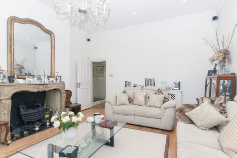 Randolph Avenue, Maida Vale, London, W9. 3 bedroom maisonette