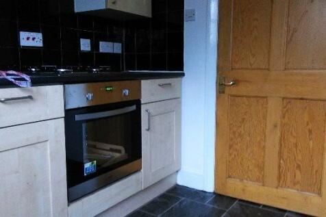 Queens Road, Hendon Central. 3 bedroom flat