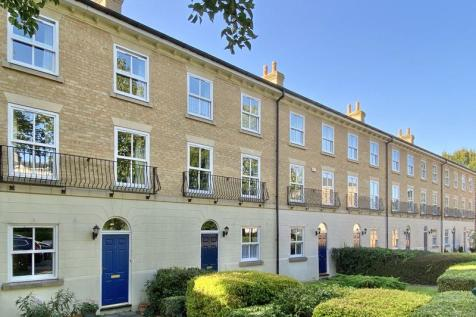 King George Gardens, Chichester. 3 bedroom house
