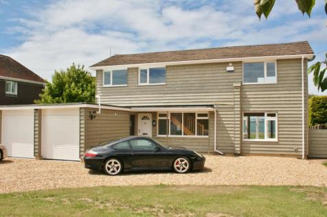 North Shore Road, Hayling Island, Hampshire. 3 bedroom detached house for sale