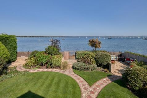 Fishermans Walk, Hayling Island, Hampshire. 3 bedroom detached house for sale