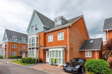 Goodworth Road, Redhill, Surrey, RH1. 5 bedroom town house for sale