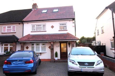 Pettits Lane, Romford, RM1. 5 bedroom semi-detached house