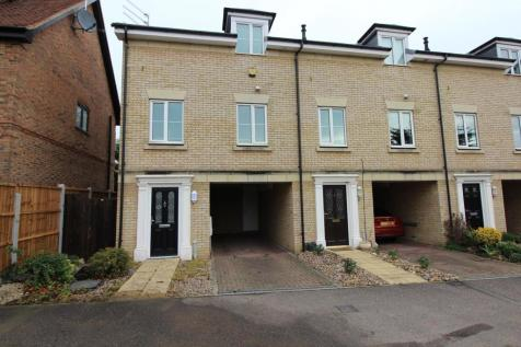The Mews, Branfill Road, Upminster, RM14. 2 bedroom end of terrace house