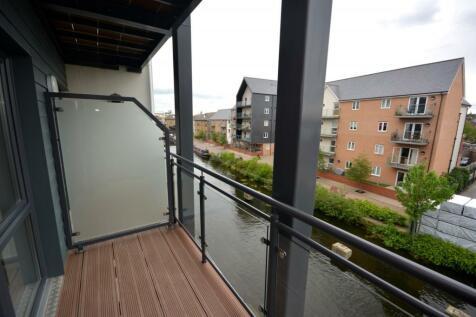 Marina Court, Wharf Road, Chelmsford, CM2. 2 bedroom apartment