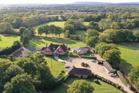 Roundstreet Common, Wisborough Green. 6 bedroom detached house for sale
