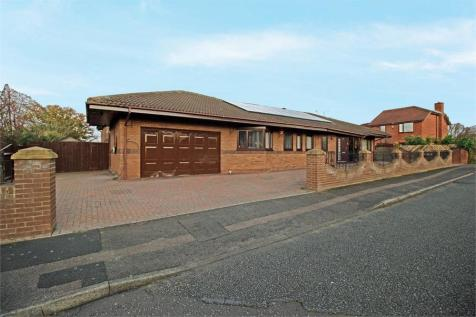 Well Ridge Close, Whitley Bay, Tyne and Wear. 5 bedroom detached bungalow for sale