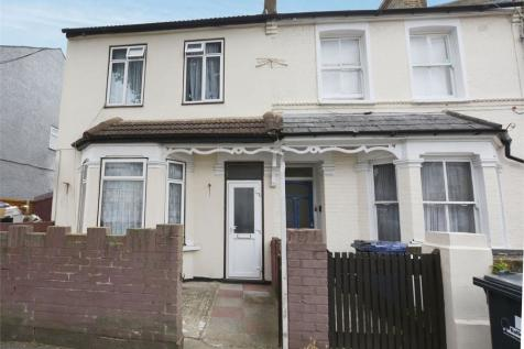 West End Road, Southall, Greater London. 3 bedroom end of terrace house