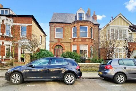 Claremont Road, St Margaret's, Twickenham. 1 bedroom flat