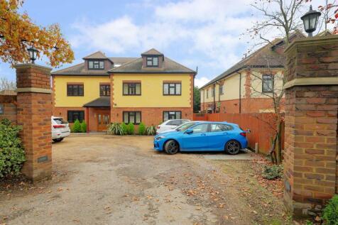 High Oaks, Swakeleys Road, Ickenham, UB10. 2 bedroom apartment for sale