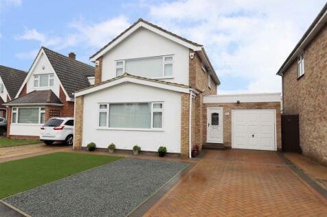Ashbury Drive, Ickenham, UB10. 3 bedroom detached house for sale