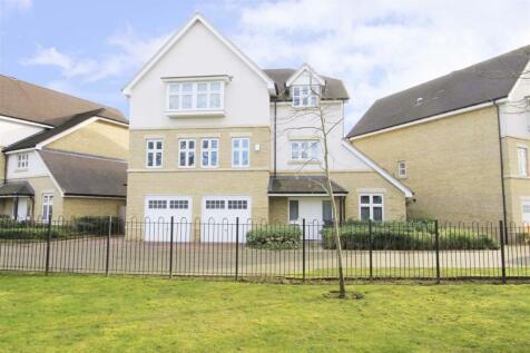 Harecroft Lane, Ickenham, UB10. 6 bedroom detached house