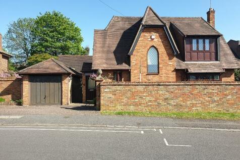 Eleanor Grove, Ickenham, UB10. 3 bedroom detached house