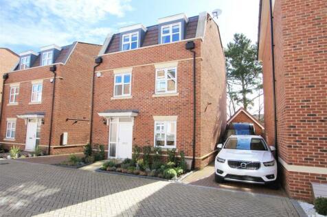 Truesdales, Ickenham, UB10. 4 bedroom detached house for sale