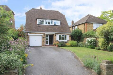 Thornhill Road, Ickenham, UB10. 3 bedroom detached bungalow