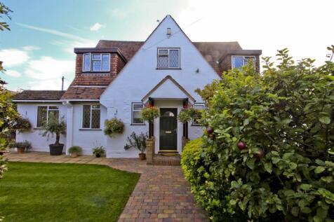 Hoylake Crescent, Ickenham, UB10. 3 bedroom detached bungalow