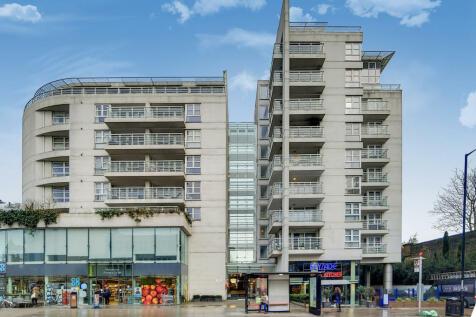 Upper Richmond Road, London, SW15. 2 bedroom flat