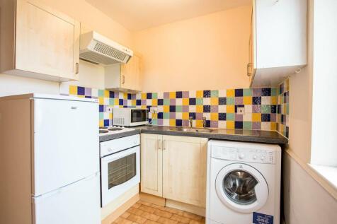 Brook Road South, Brentford. 1 bedroom apartment