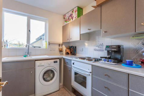BRAMBER COURT, STERLING PLACE. 1 bedroom apartment