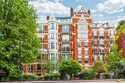 Wellington Court, 116 Knightsbridge, London, SW1X. 4 bedroom apartment for sale