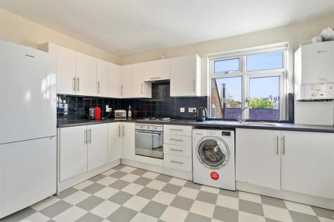 Kingston Road, Teddington. 3 bedroom maisonette