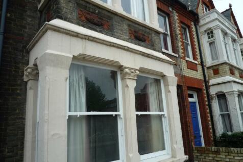 136 Tenison Road, Cambridge, Cambridgeshire, CB1. 6 bedroom house of multiple occupation