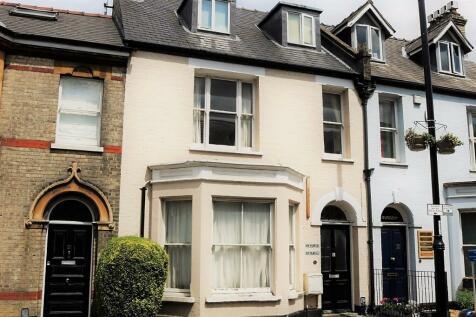 Flat 2, 23 Mill Road, Cambridge, Cambridgeshire, CB1. 6 bedroom flat share