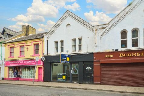 10b Park Road, Peterborough. 2 bedroom flat