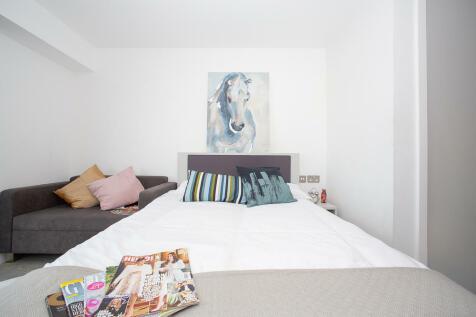 Trafford Street, Chester, CH1 3HP. Studio flat