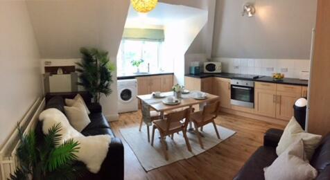 Beverley Way. 4 bedroom flat